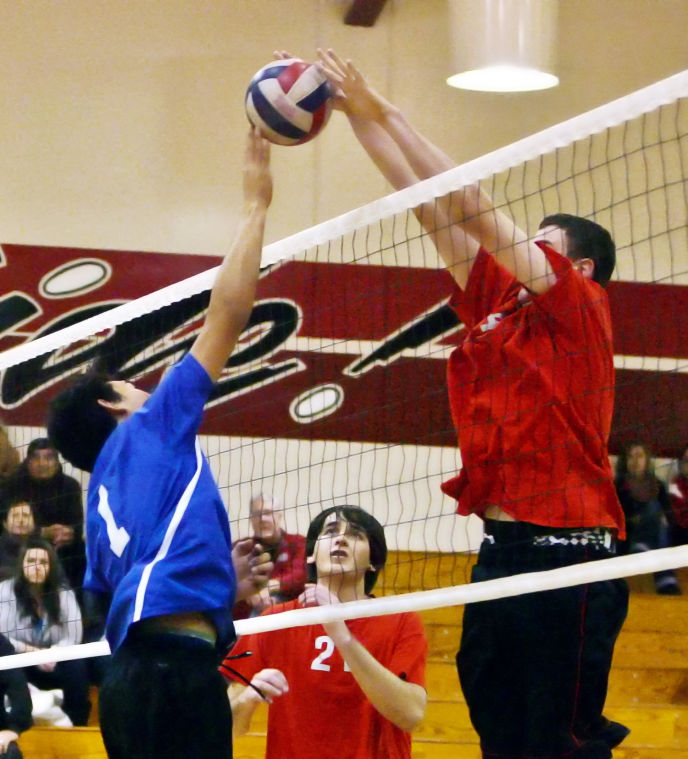 Roundup: Volleyball team continues success