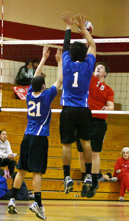 Roundup: Volleyball team stays undefeated