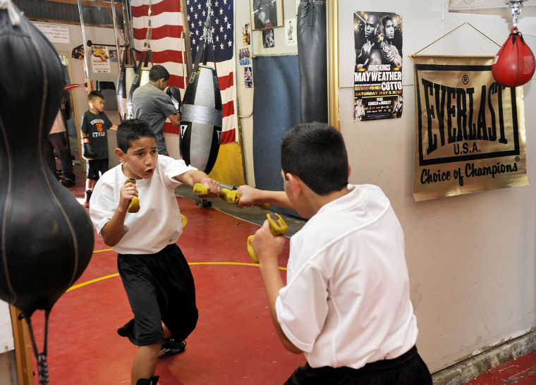 Bulldog's free clinic sends 4 boxers to fight this summer